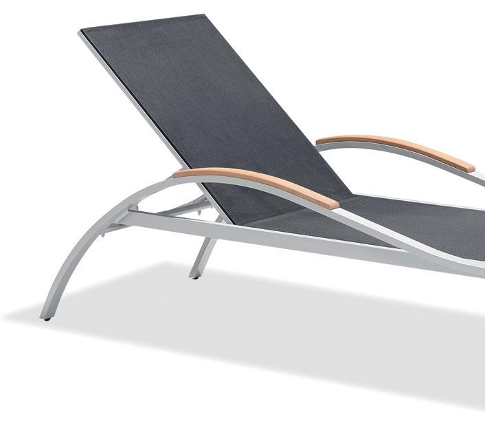 lot de 2 chaises longues bains de soleil gris 1 table. Black Bedroom Furniture Sets. Home Design Ideas