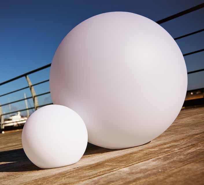 boule lumineuse led jardin 20 cm sans fil 49 salon d 39 t. Black Bedroom Furniture Sets. Home Design Ideas