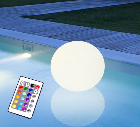 boule lumineuse led flottante piscine 25 cm rechargeable flat ball 55. Black Bedroom Furniture Sets. Home Design Ideas