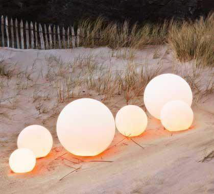 Boule Lumineuse LED Jardin 50 cm Sans Fil 99€ | Salon d\'été